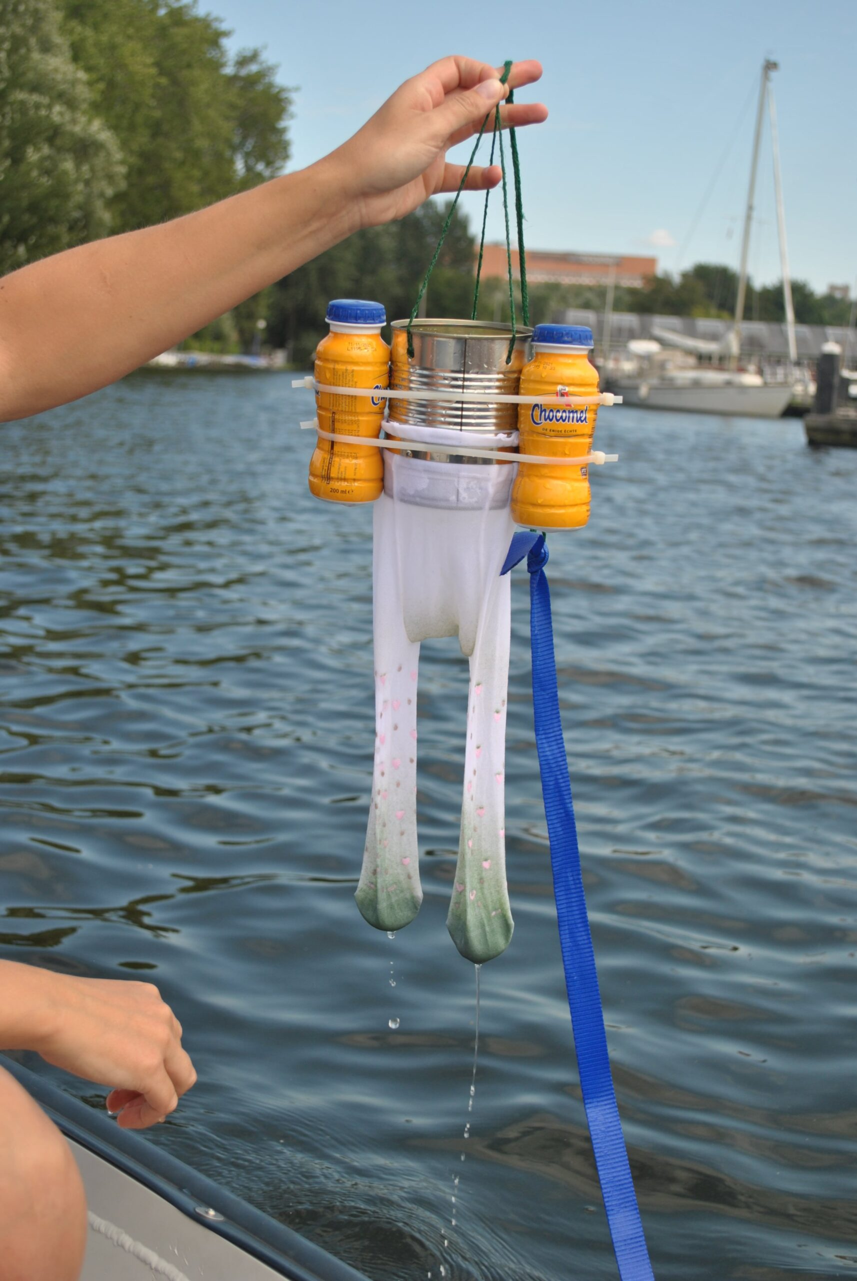 DIY-Trawl for children to search for plastics